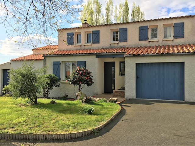 Grande maison proche Nantes Clisson - Vallet - House