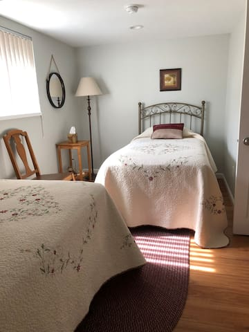 Secondary bedroom, 2 twin beds, new firm mattresses, 2 nightstands, 2 lamps, closet with luggage rack