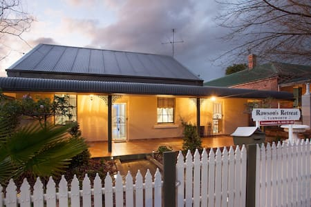 RAWSON'S - SPACIOUS & EVERY COMFORT, WALK TO CBD - Bed & Breakfast