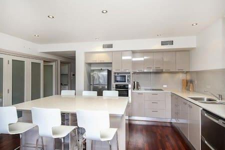Apartment living in the city - Hamilton - Apartmen