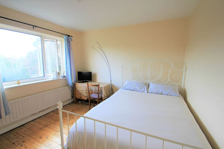 Happiness in Hove, bright, spacious double room.