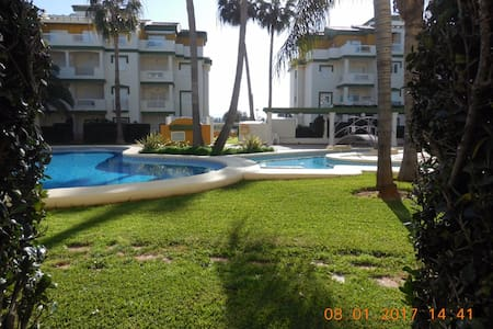 2 BR,private garden with pool, 5mn from beach - Denia - Huis