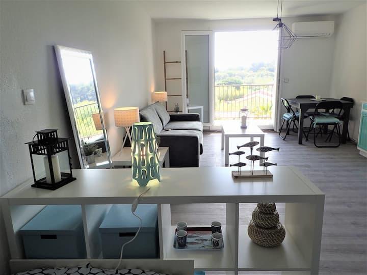 Studio cosy vue mer proche des plages et village