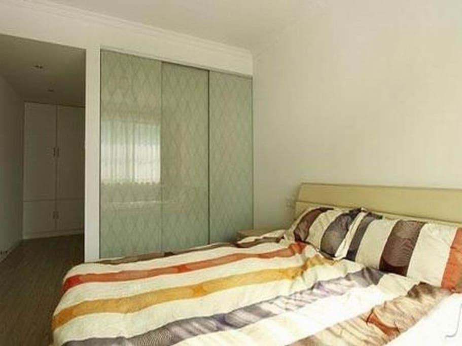 卧室阳光充足并且舒适