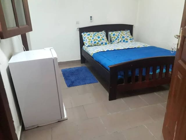 Luxurious 2p bedroom inside gated villa.