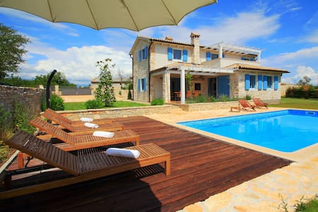 Villa Prima, Private Pool and Sauna - Rojnići - Villa