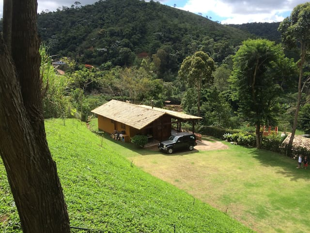 Sítio no Vale das Videiras com vista para o verde.