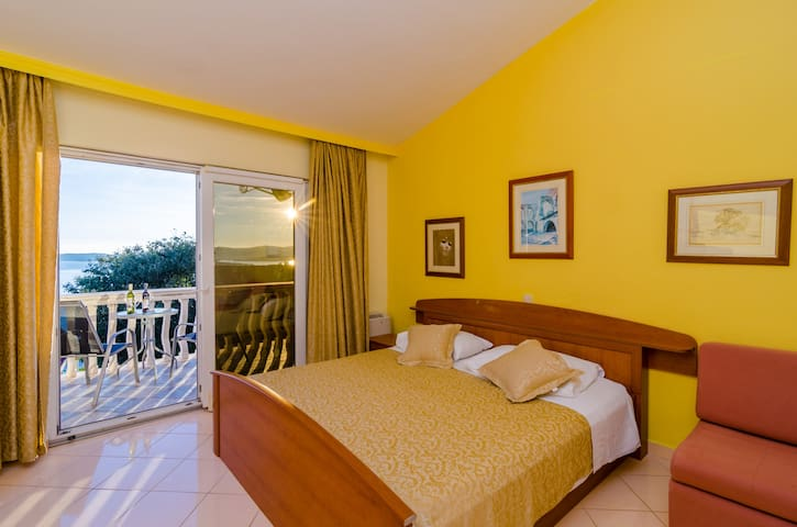 Villa Antonio- Suite with Partial Sea View 1 - Postup - Villa