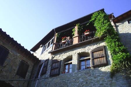 """Appartamento Nella """"Casa dell'Arte"""" in Toscana - Bagni di Lucca - Appartement"""