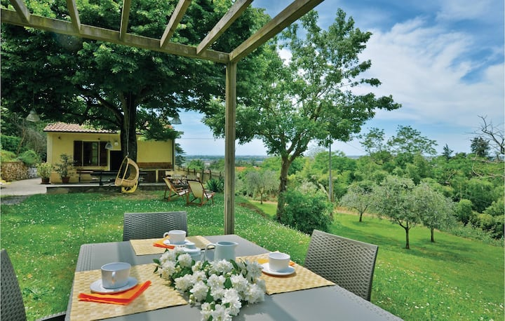 Holiday cottage with 1 bedroom on 65m² in Massarosa (LU)