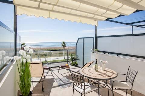 Beach Penthouse for 2 (D31)