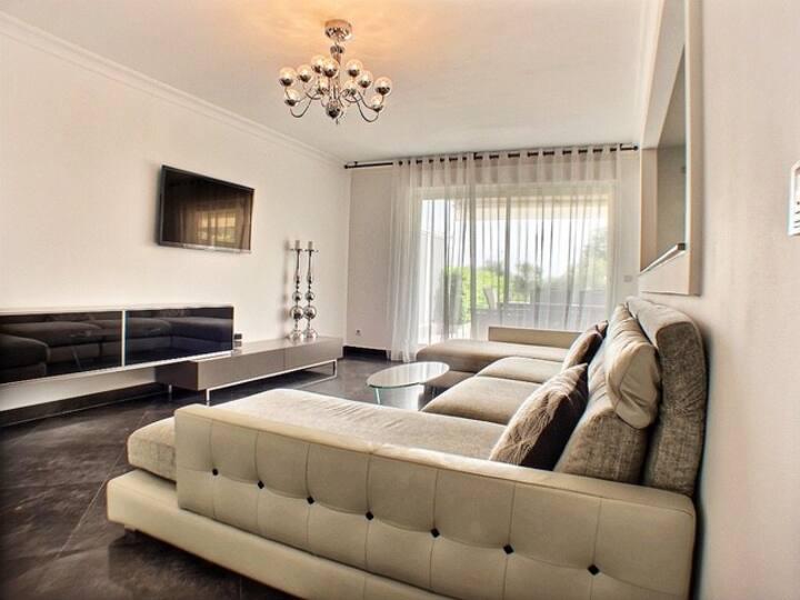 Superb 2 bedrooms apartment Juan-les-Pins, France.