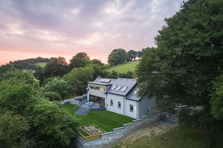 Luxury house with beautiful views in West Wales