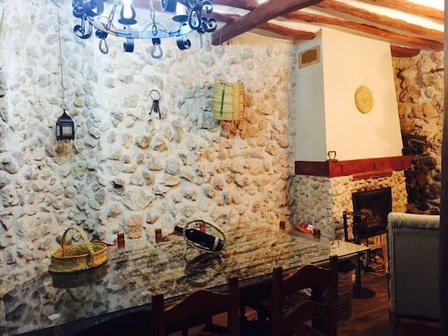 Casa Rural con barbacoa y buhardilla - Mazuecos - Ház