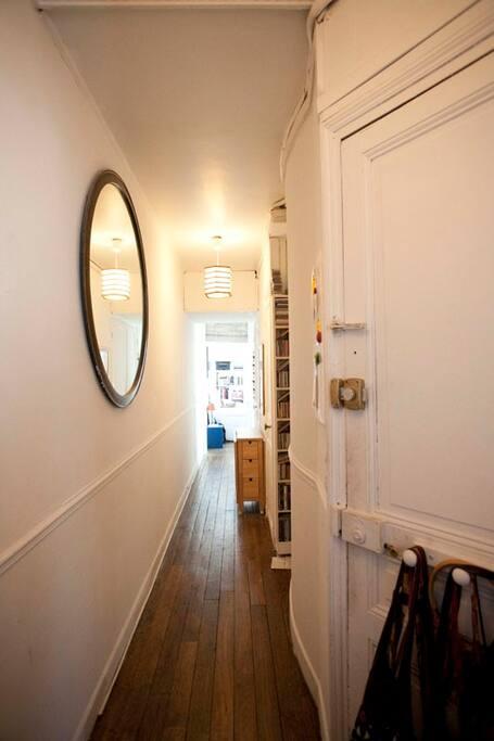 corridor between the rooms - corridoi che separa la camera dal salone