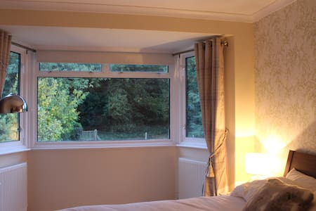 Beautiful Room only 30mins from Central London - House