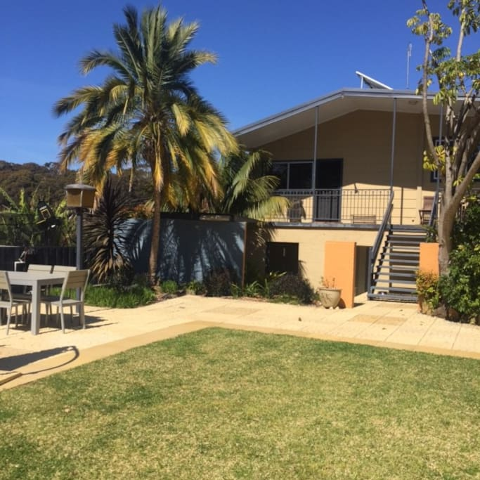 The huge courtyard, perfect for gatherings. Feel free to use the BBQ on the deck and the outdoor settings. There is also an additional bathroom and outdoor shower for washing off after a visit to the beach.