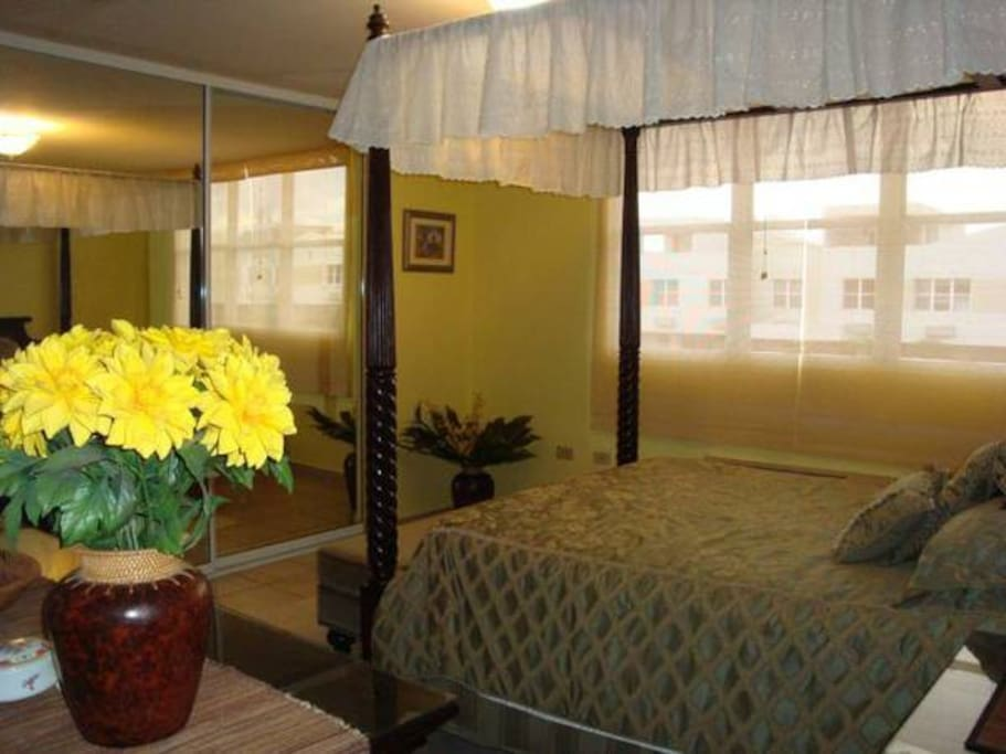Master Suite With Beautiful Queen size Canopy bed and Full Bathroom Suite