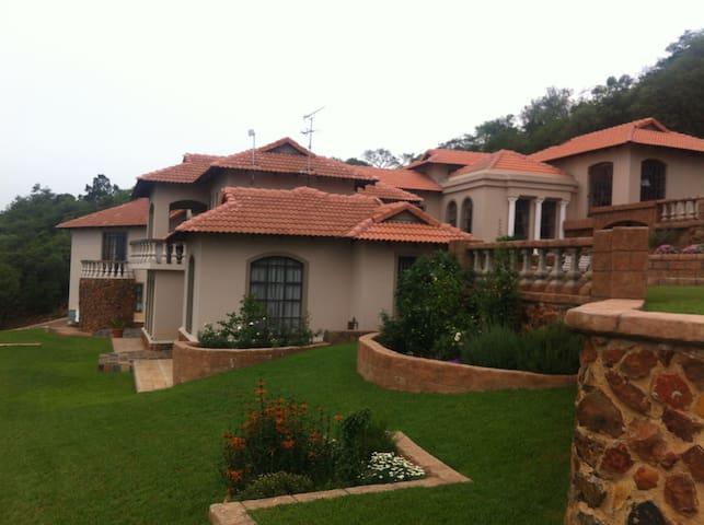 Eagles  Nest  Estate  JHB  South - Johannesburg South - Bed & Breakfast