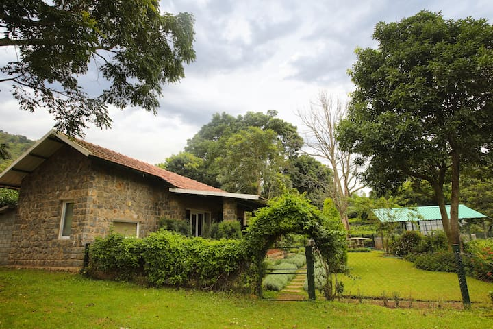 Taurus Homestay Stone Cottage 1