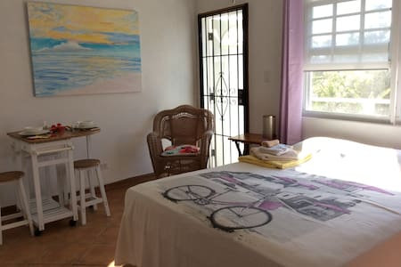 Cable beach, Nassau, lovely studio with balcony. - Nassau - Other