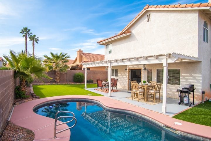 Chic Oasis near Vegas w/ Shimmering Pool & Jacuzzi