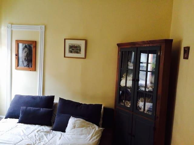Two sunny bedrooms in quiet house, queen & double - Philadelphia - Bed & Breakfast