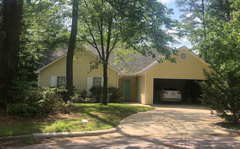 Cary Cul-de-sac with Screened porch & Private yard