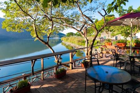 花蓮鯉魚潭威尼斯花園湖畔咖啡住宿兩人房(一大床)