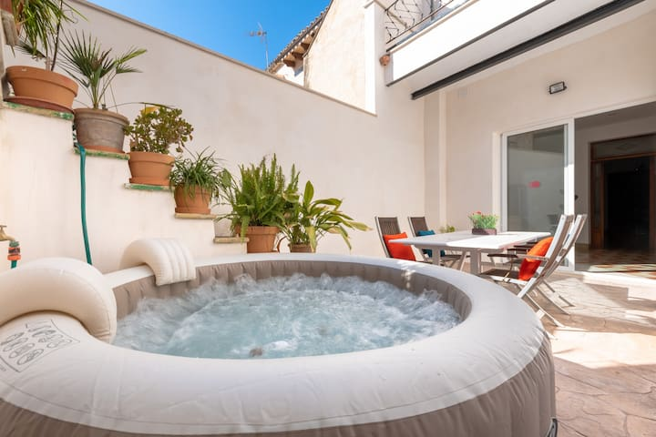 Can Sion: Nice refurnished house with jacuzzi