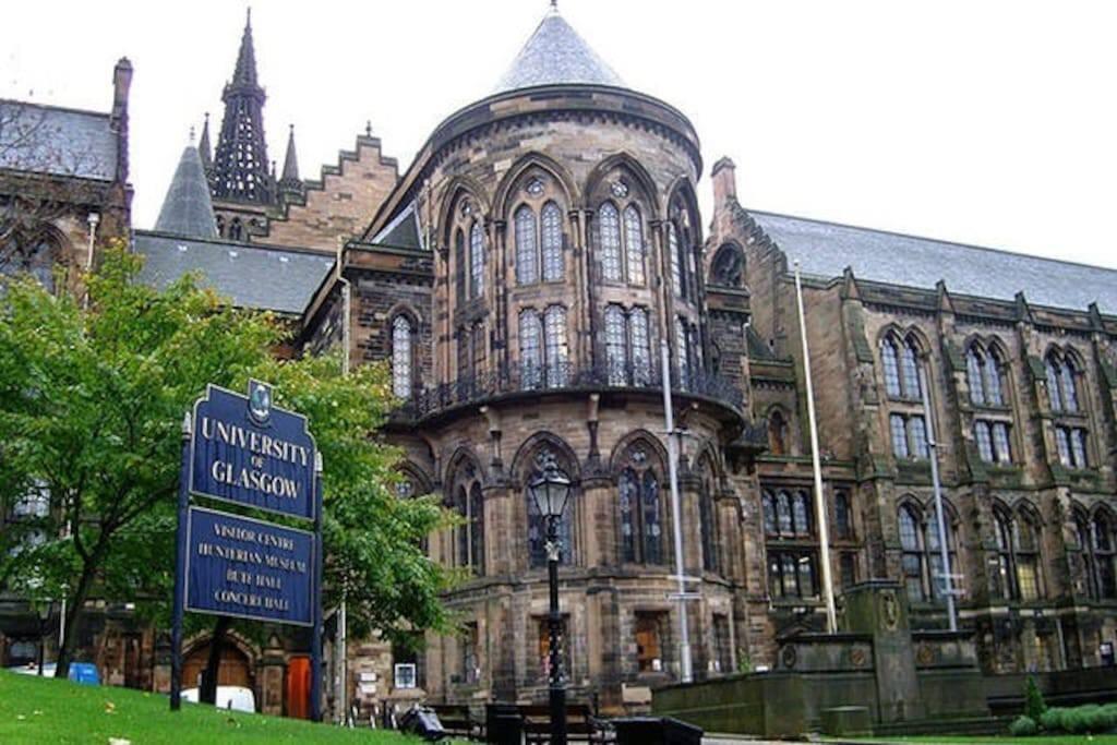 Glasgow University a few mins walk