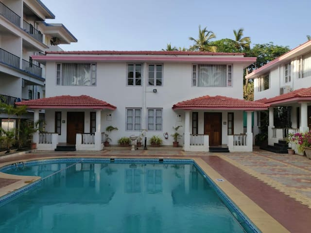 2X4 bedroom villa with swimming pool in vagator