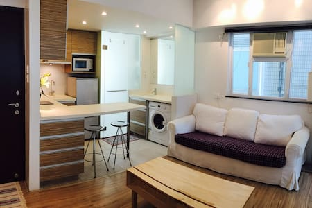 Spacious + modern flat in perfect location - 香港