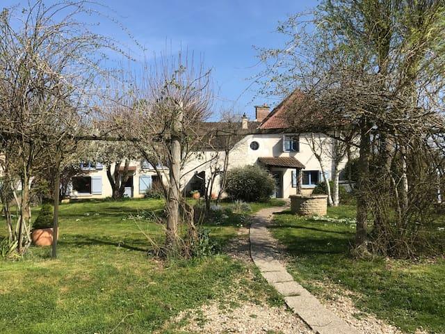 Grande maison avec vue sur l'Yonne - Auxerre - Huis