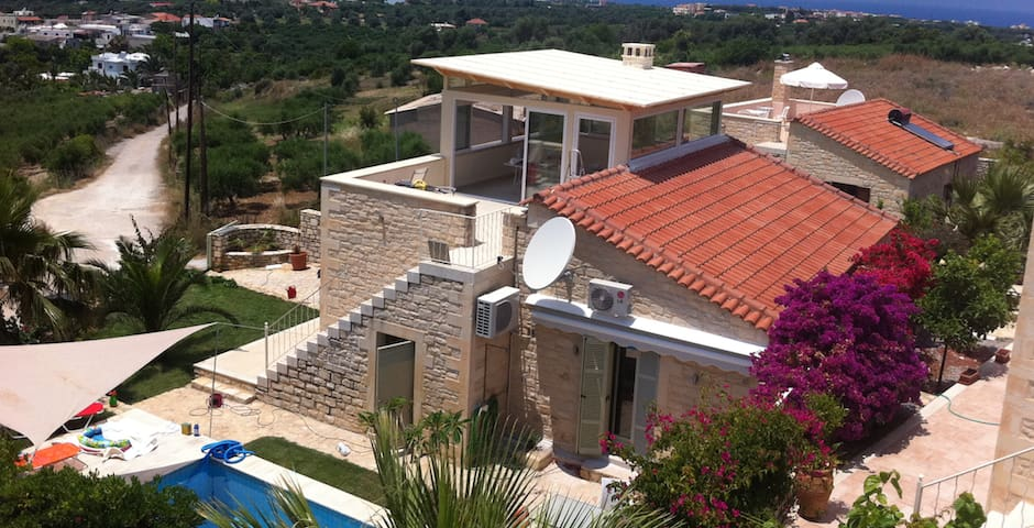 Stone Villa in small Village near Rethymno - Viranepiskopi - Huis