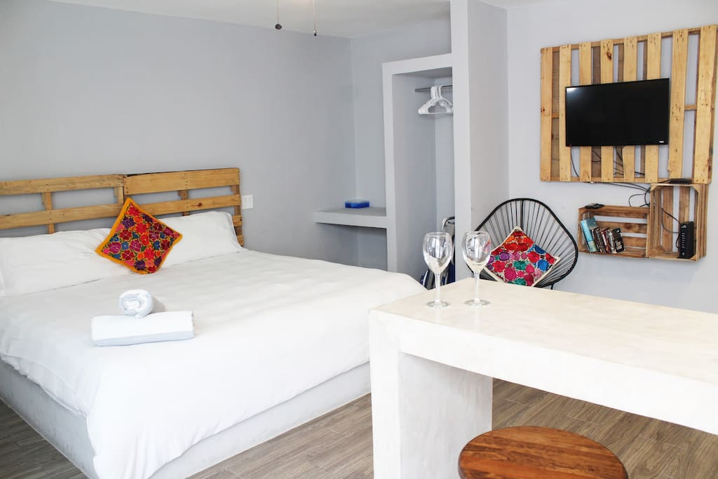 Cosy studio apartment with A/C & Smart/Cable TV