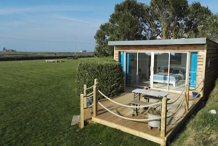 Cosy Cabin by the Sea near Tintagel & Coastpath
