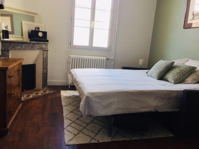 Chambre dans maison  au cœur du quartier Nansouty