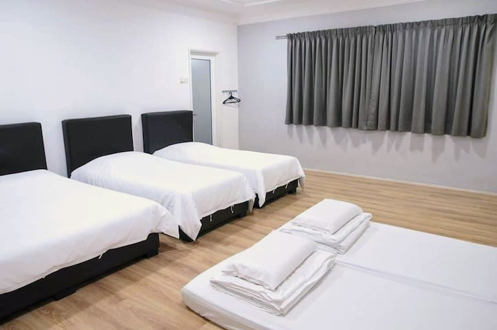 Upper floor Room 1
