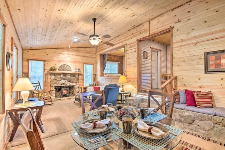 Updated Cabin w/Porch, Mins to Cossatot River