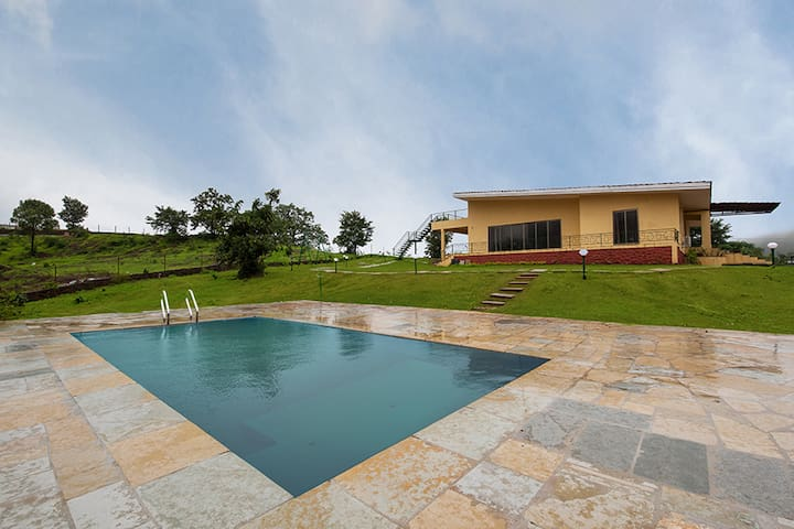 Shivom 8- Pet friendly  Pvt Pool villa with Lawn