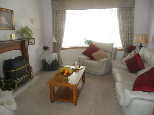 modern,clean,welcoming bungalow - Ayr - Bed & Breakfast