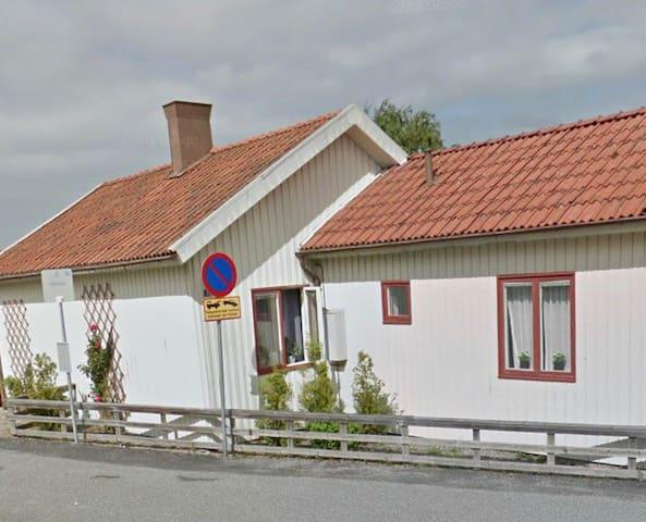 Litet charmigt hus i Strömstad centrum
