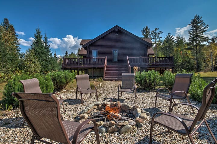 'Trailside' Luxury Twin Mountain Cabin on 5 Acres!