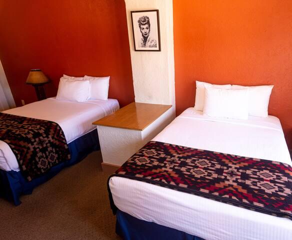 El Rancho Hotel - Two Queens Deluxe Room