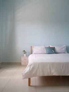 Simple, spacious private room with breakfast - Seremban - House