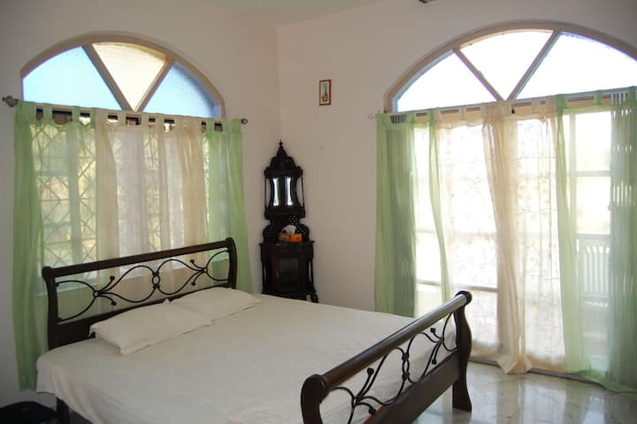 Beautiful 3 Bedroom Sagar Villa next to the Beach