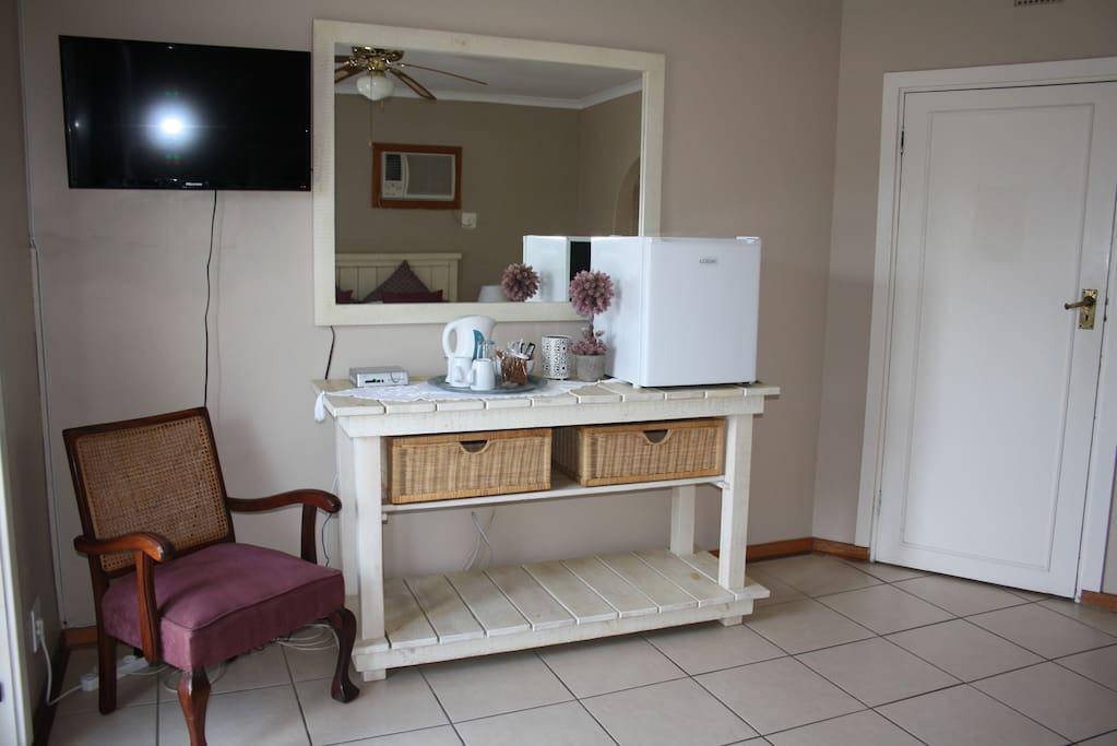 Fridge/tea/coffee making facilities