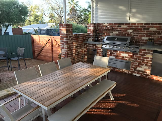 Cosy Hilton Cottage close to Fremantle CBD
