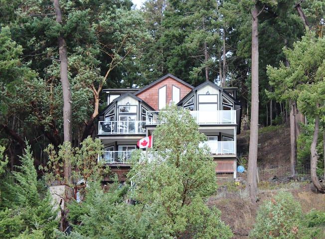 Waterside House on Horton Bay